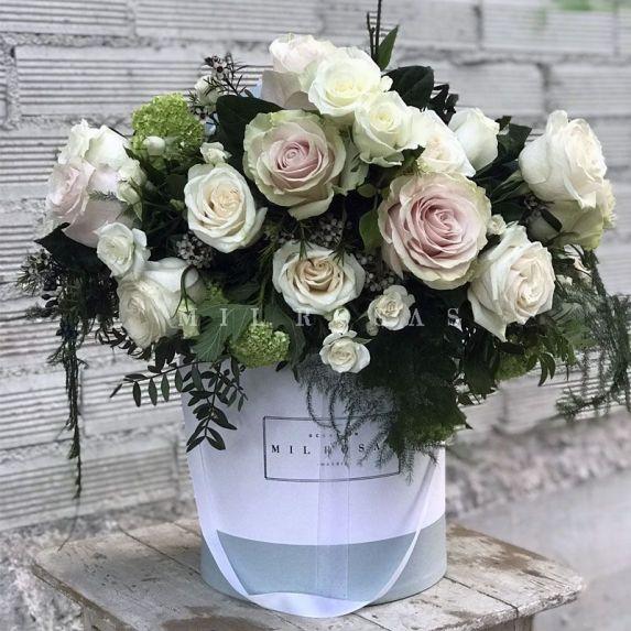 Sombrerera de Rosas Blanco Crema y Verde
